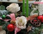 Świąteczny stroik na stół: dekoracja na Boże Narodzenia