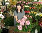 Jak zrobić wiązankę na Dzień Wszystkich Świętych: chryzantemy, róże, wrzos i igliwie