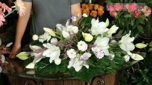 Wiązanka ze świeżych kwiatów na Wszystkich Świętych