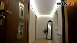 Sufit napinany sposobem na optyczne powiększenie niskiego pomieszczenia