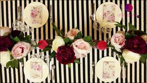 Dekoracja stołu w eleganckim stylu na wiosenne przyjęcie