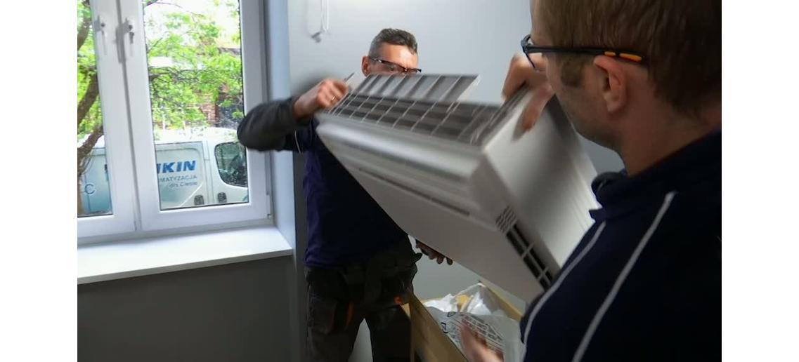 Montaż klimatyzatora Daikin FVXS25F - krok po kroku