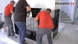 Montaż obudowy kominka z marmuru