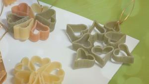 Świąteczne dekoracje z makaronu: wideo. Ozdoby choinkowe
