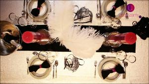 Dekoracja stołu na karnawał i sylwestra w kolorze srebrnym