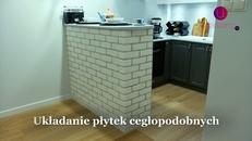 Układanie płytek cegłopodobnych na ścianie. Zobacz instrukcję WIDEO